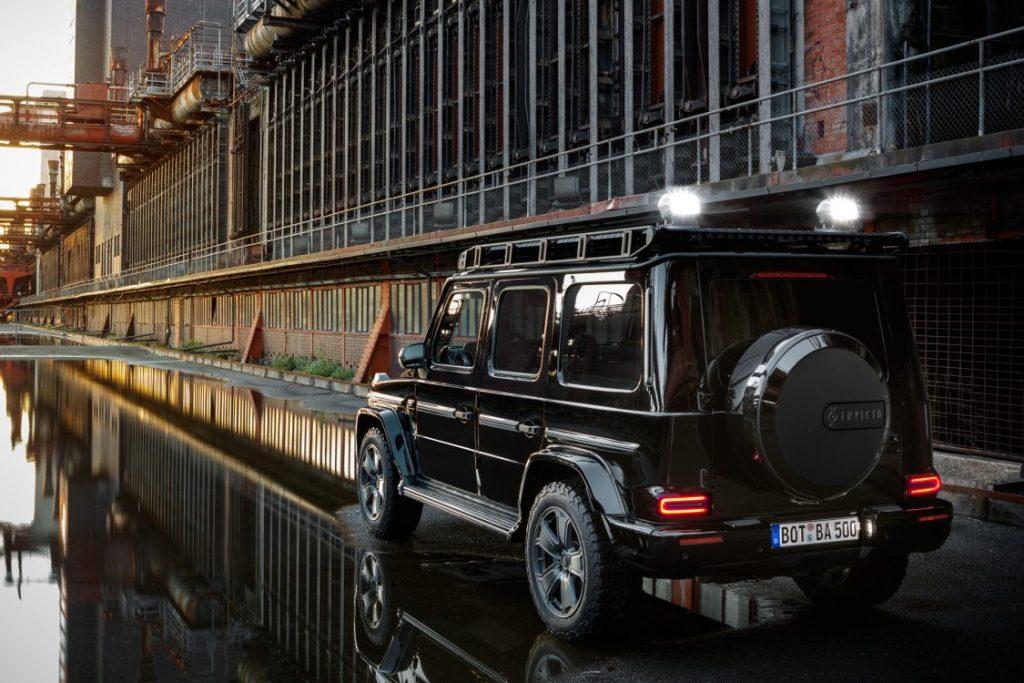 Модель получит два варианта исполнения - внедорожное Mission и роскошное Luxury