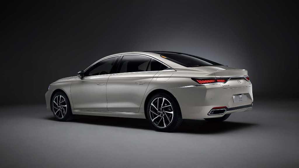 Модель основана на удлиненной версии Peugeot 508 L