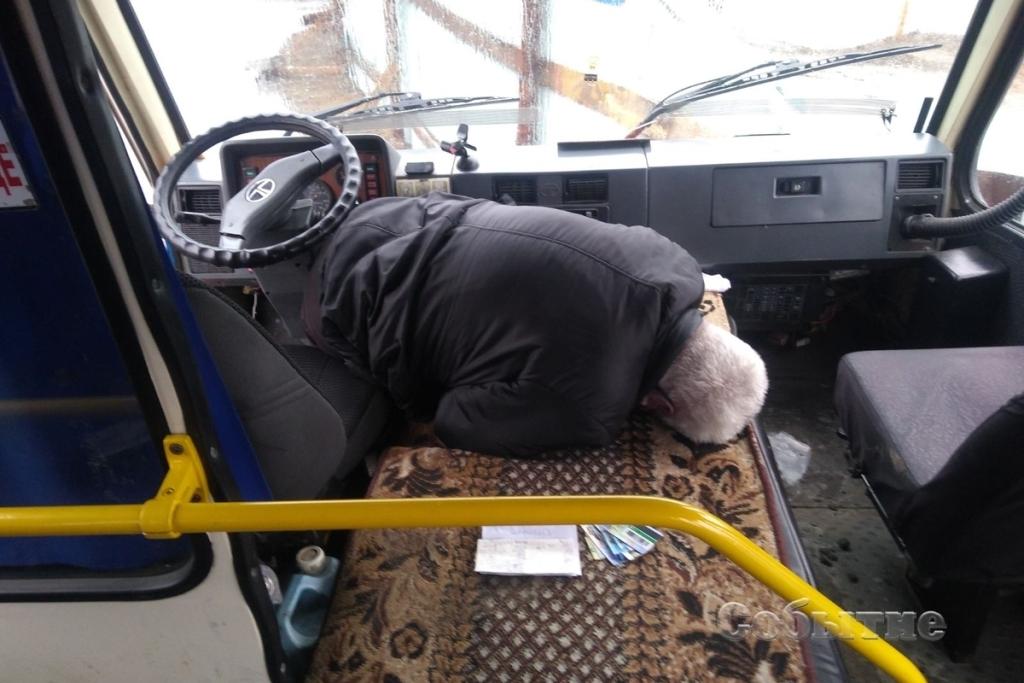 В 68-летнего водителя случился инсульт и он умер во время движения