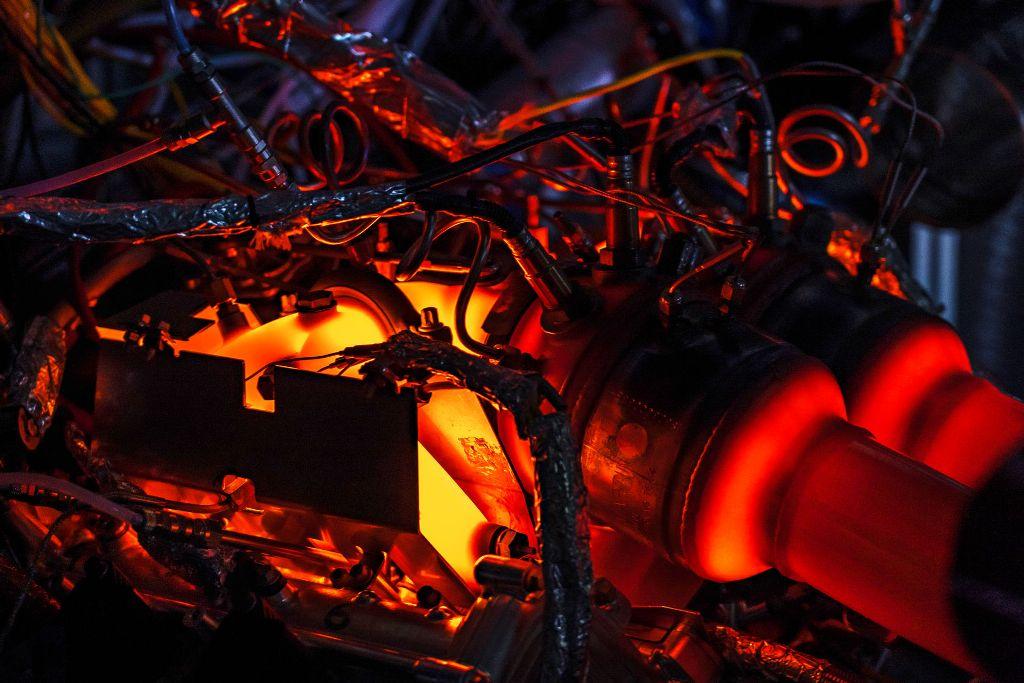 Мотор станет частью гибридной силовой установки, которая предназначена для среднемоторных суперкаров компании