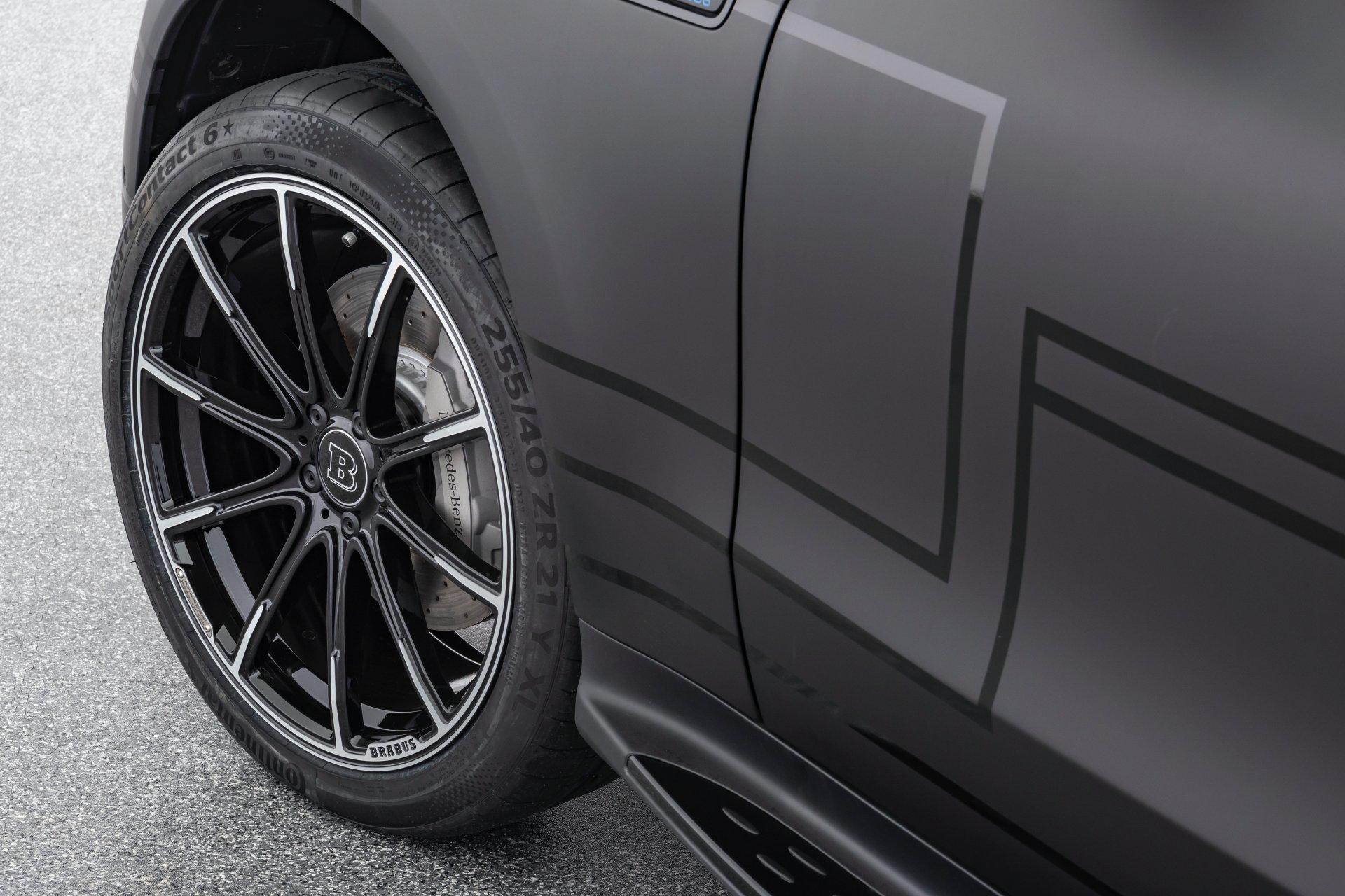 EQC получил 20- или 21-дюймовые десятиспицевые колесные диски
