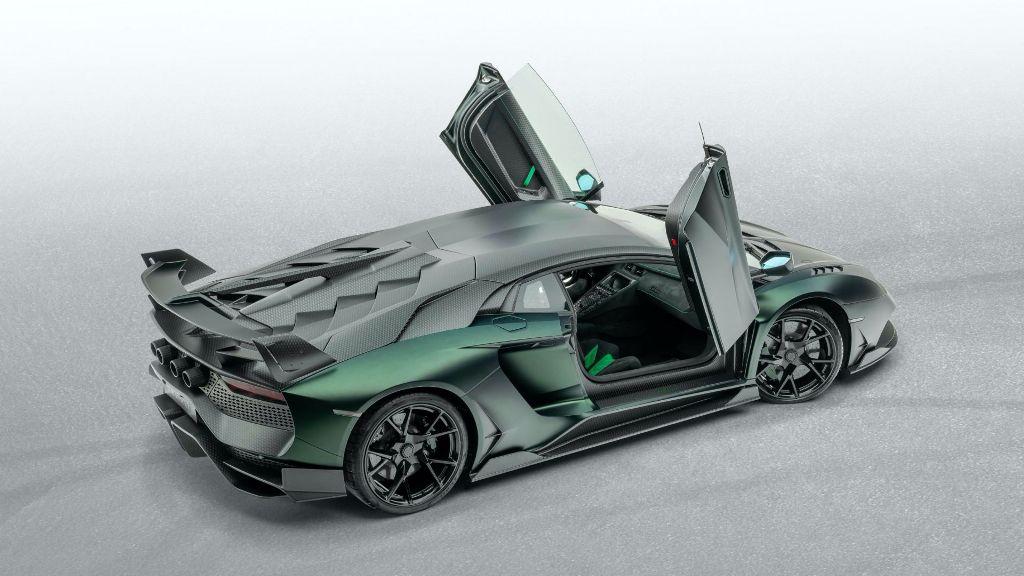 """Немецкий """"бык"""" получил выхлопную систему с четырьмя патрубками и кованные колеса обутые в шины Pirelli P Zero"""