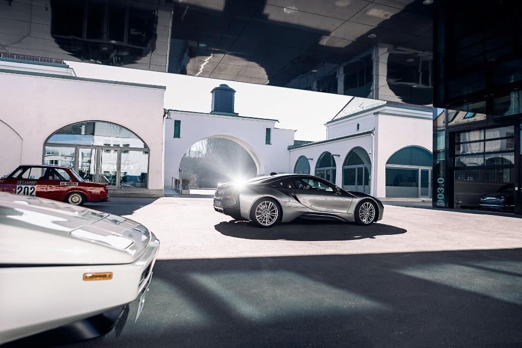 BMW i8 является самым успешным спорткаром в мире, оснащенным электрифицированной трансмиссией