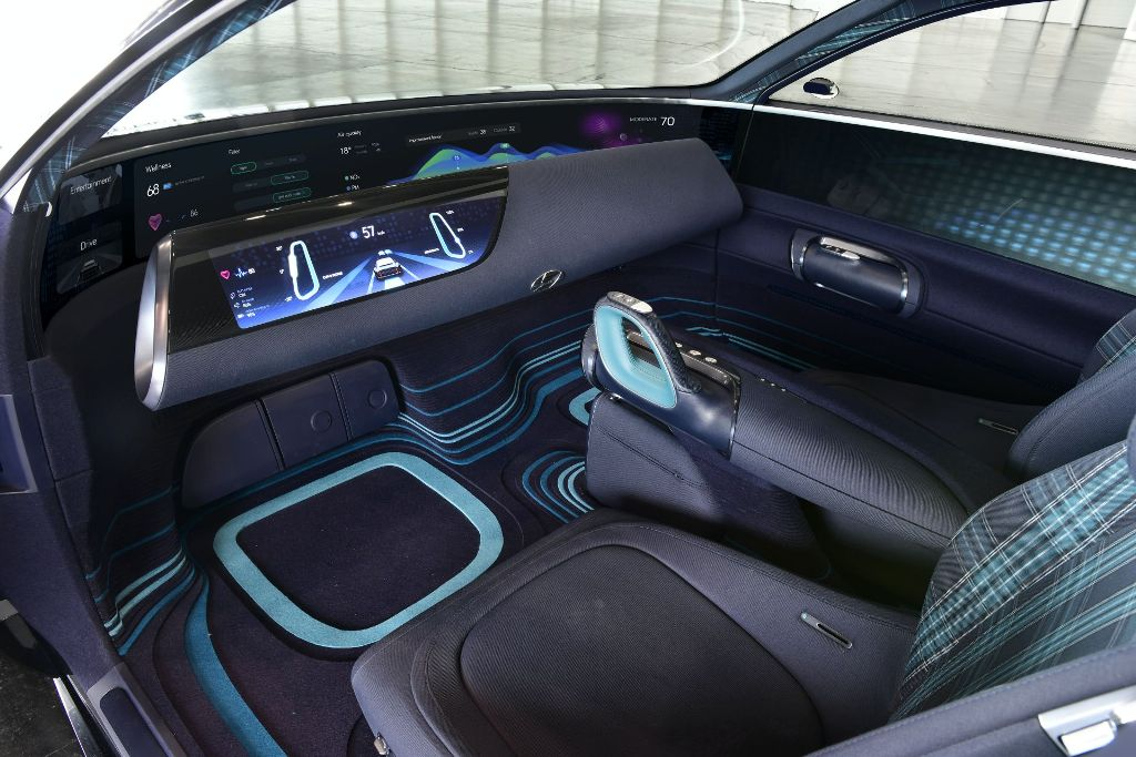 Что же касается интерьера прототипа, то он вряд-ли будет реализован на автомобилях Hyundai