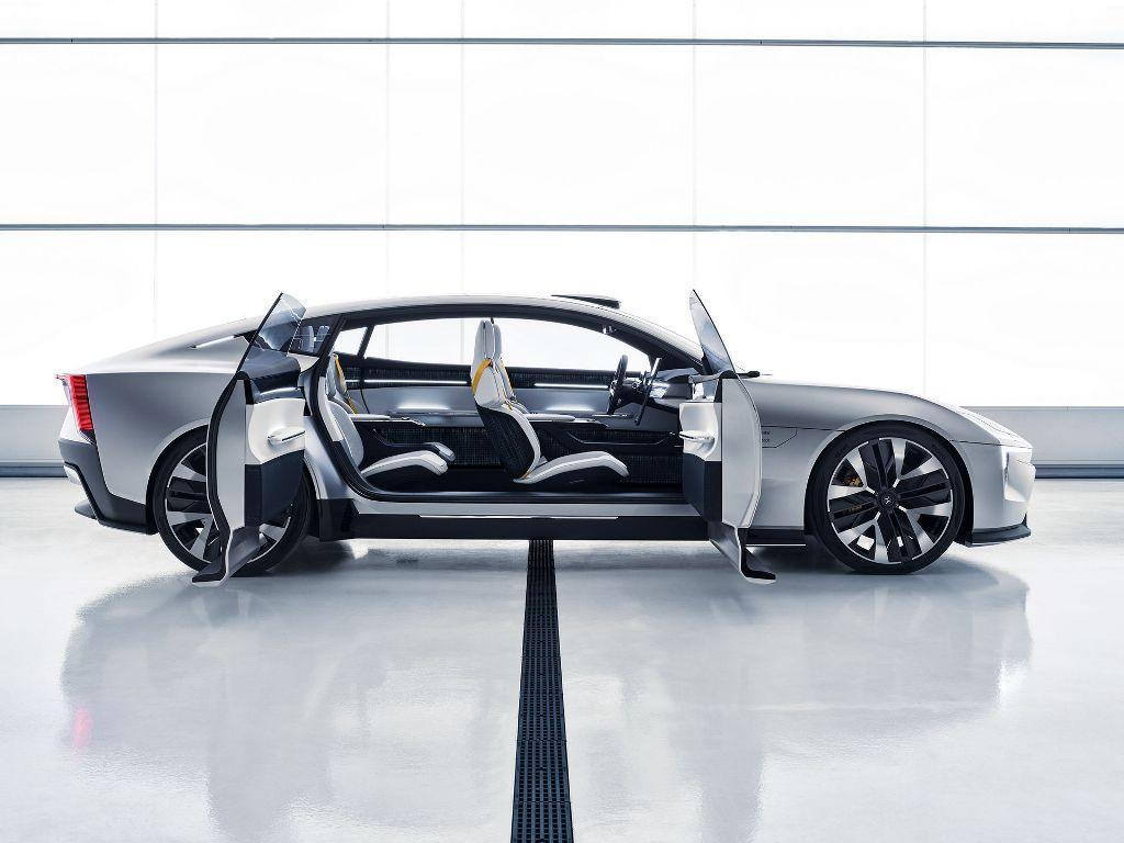 Модель по габаритам сравнима с BMW 7-series