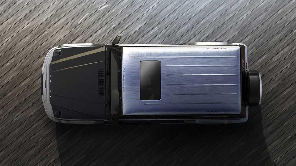 Кузов модели окрашен в матовый серебристый и черные цвет
