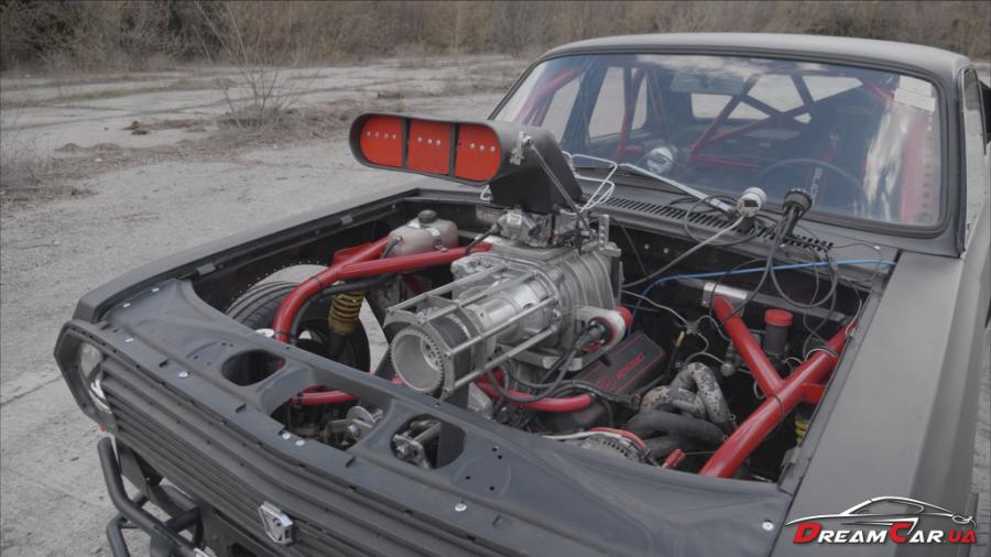 Цербер оснащен модернизированным 5,0-литровым двигателем V8 от Ford на который установили компрессор