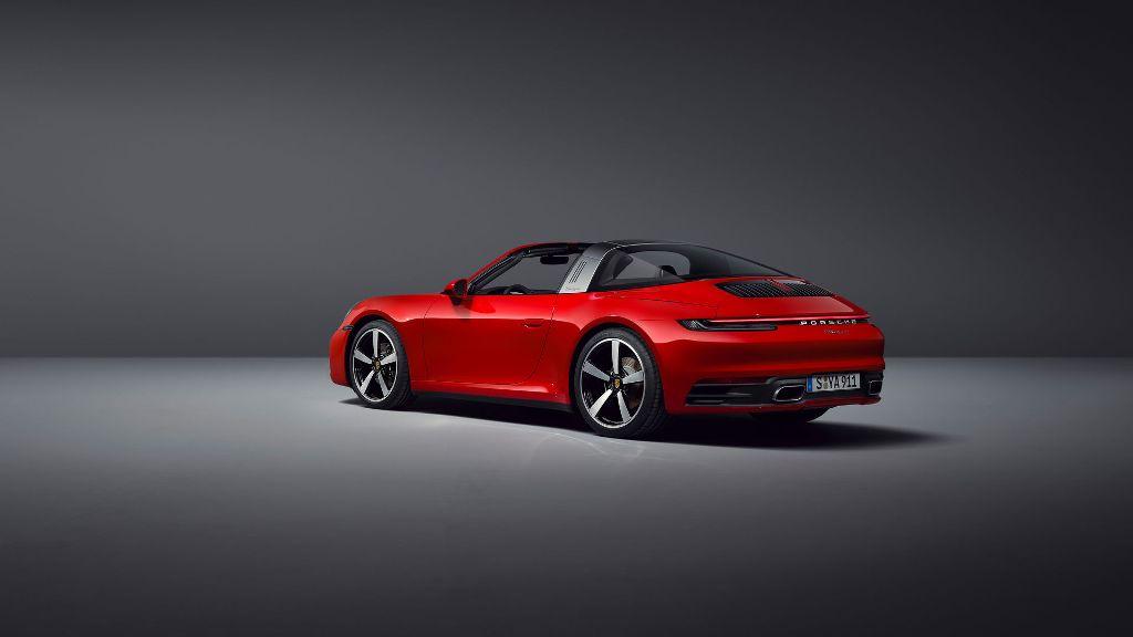 Модель оснащена 3,0-литровым шестицилиндровым двигателем с турбонаддувом