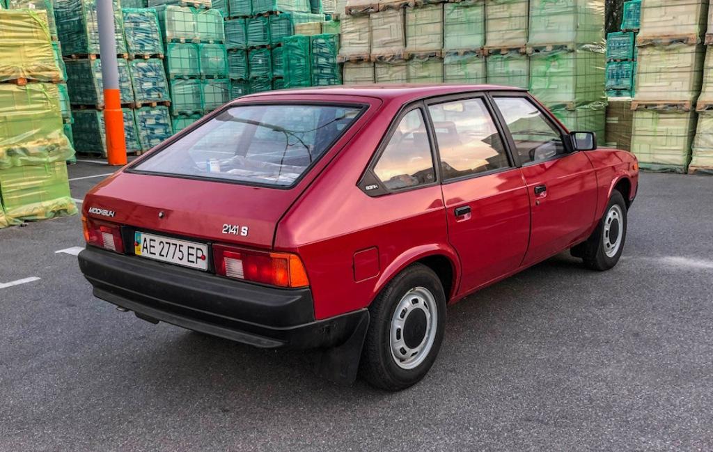 Автомобиль выпущен в 1990 году