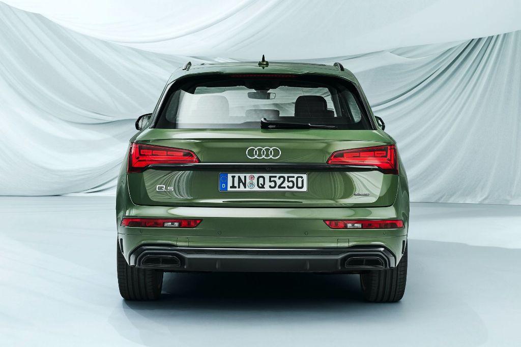 Рестайлинговый Audi Q5 можно опознать по светодиодным фарам и задним фонарям со специальной графикой
