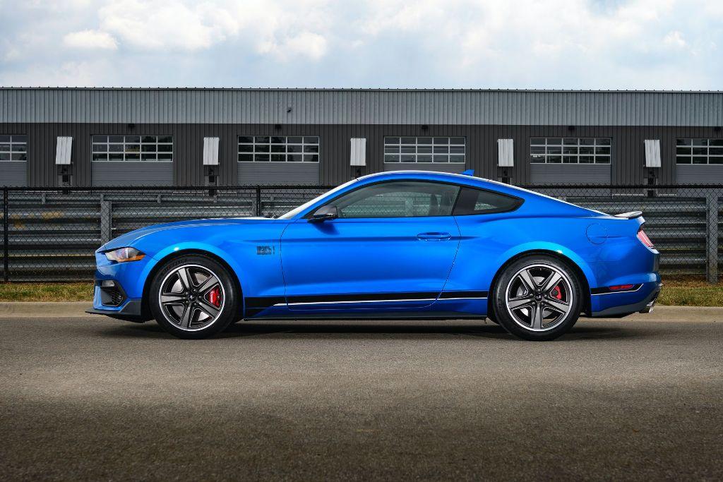 Маслкар комплектуется безнаддувным 5,0-литровым двигателем V8 мощностью 480 л.с. и крутящим моментом в 569 Нм