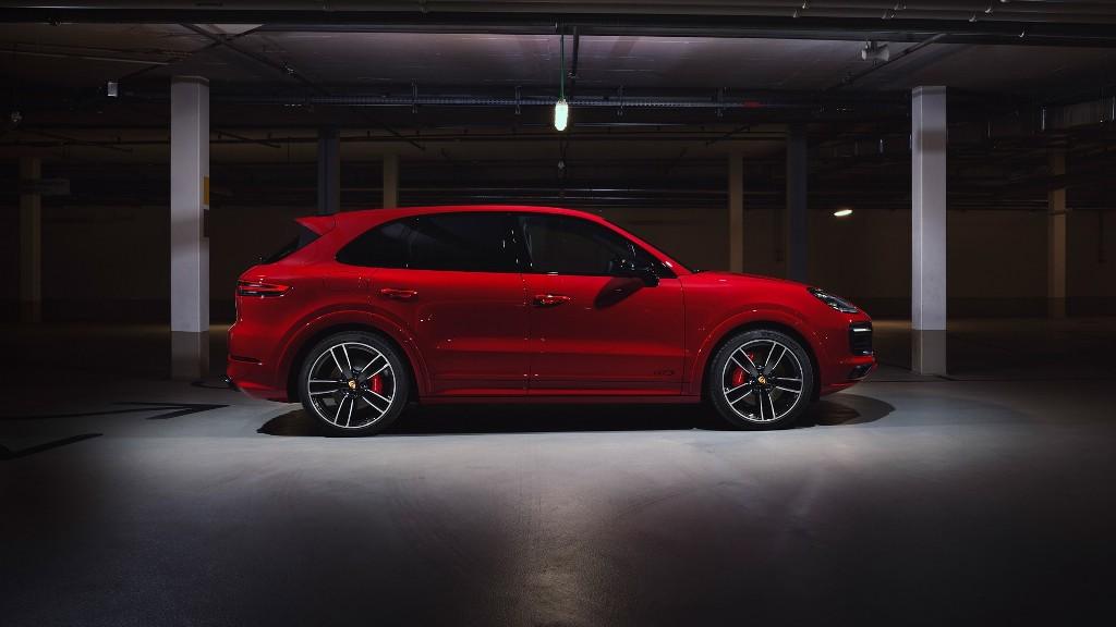 В движение Cayenne GTS  приводит 4,0-литровый двигатель V6 мощностью 460 л.с. и 620 Нм крутящего момента