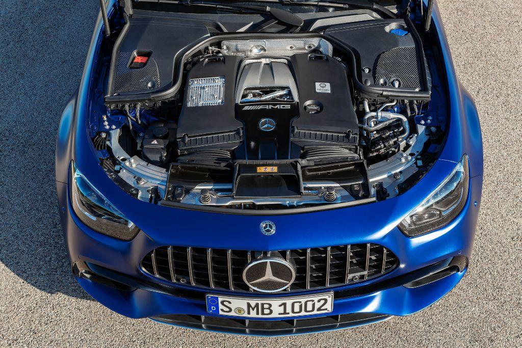 В движение Mercedes-AMG E 63 S приводит 4,0-литровый битурбированный двигателем мощностью 603 л.с.