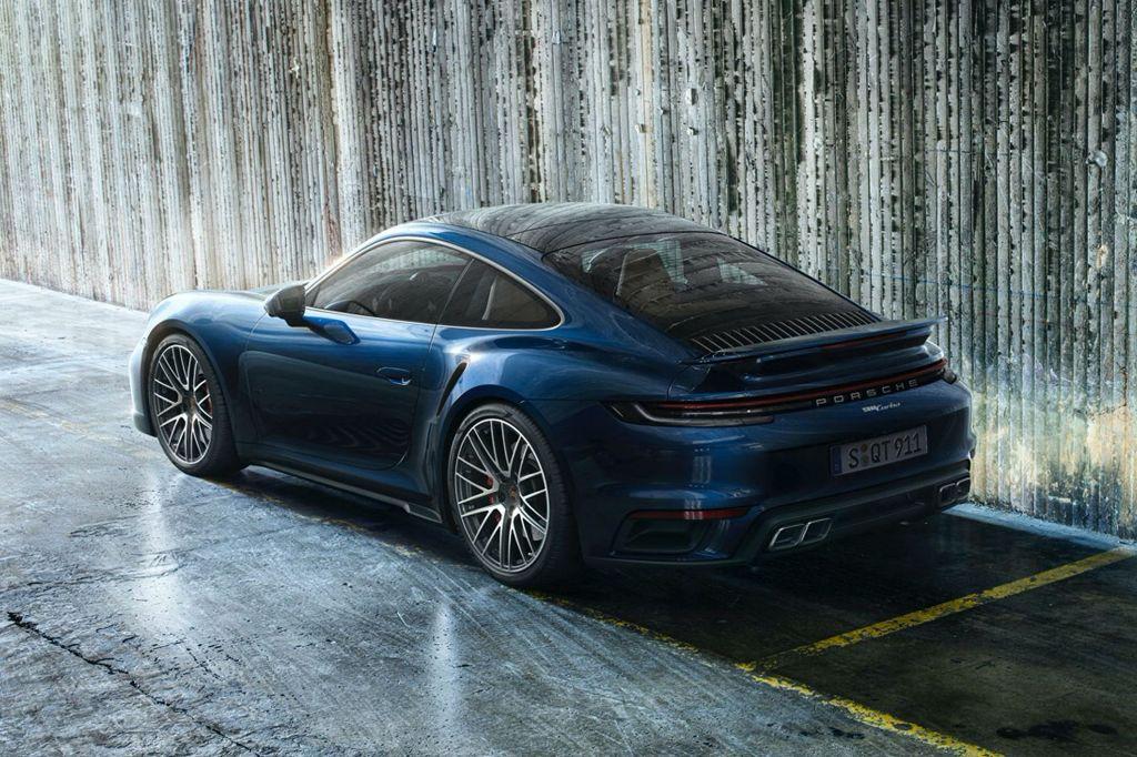 Модель комплектуется3,8-литровым шестицилиндровым двухтактным турбодвигателем мощностью 580 л.с. и 750 Нм крутящего момента