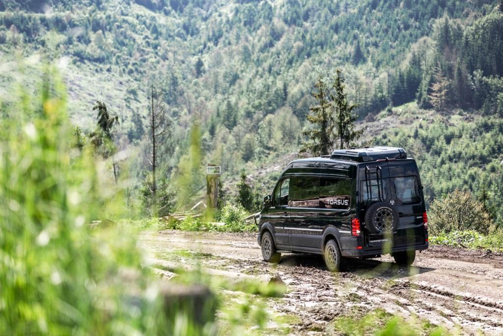 Он доступен в грузовой и пассажирской конфигурациях -TT1 Coach и TT2 Nomad