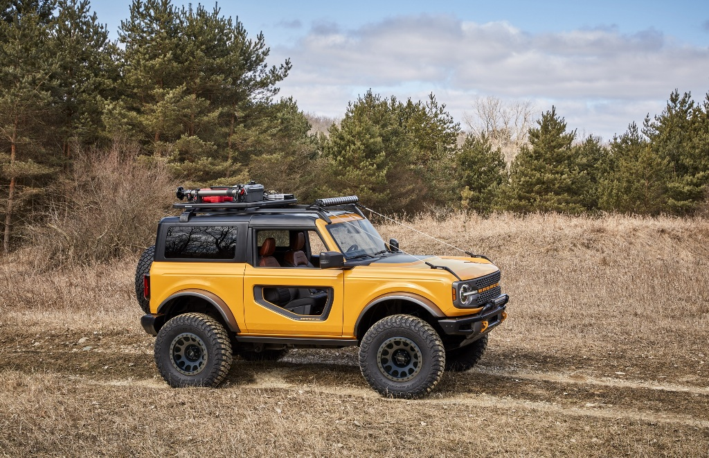 Bronco получил рамную конструкцию и позиционируется, как автомобиль для активного отдыха и езды по бездорожью