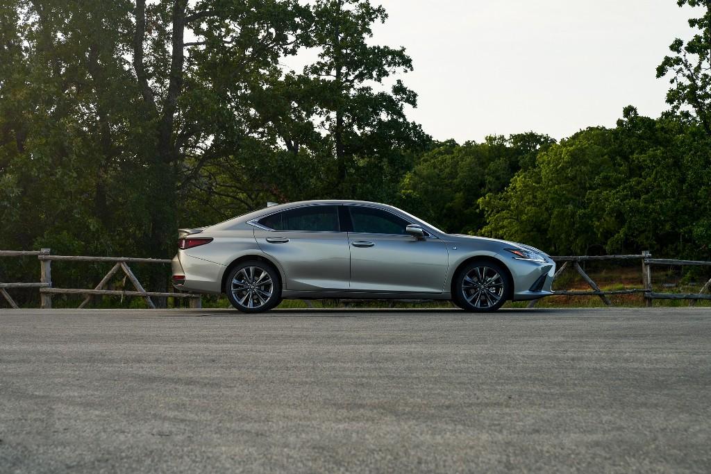 Полноприводной трансмиссией обзаведется версия седана Lexus ES 250