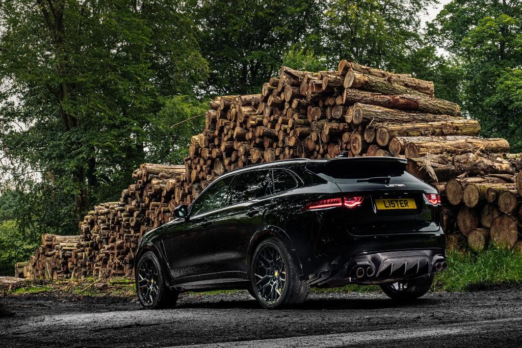 По сути новинка является переработанным вариантом Jaguar F-Pace SVR