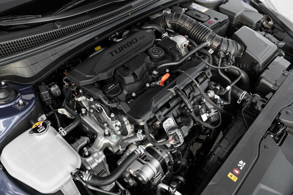 Под капотом нового Elantra N Line находится 1,6-литровый турбодвигатель GDI