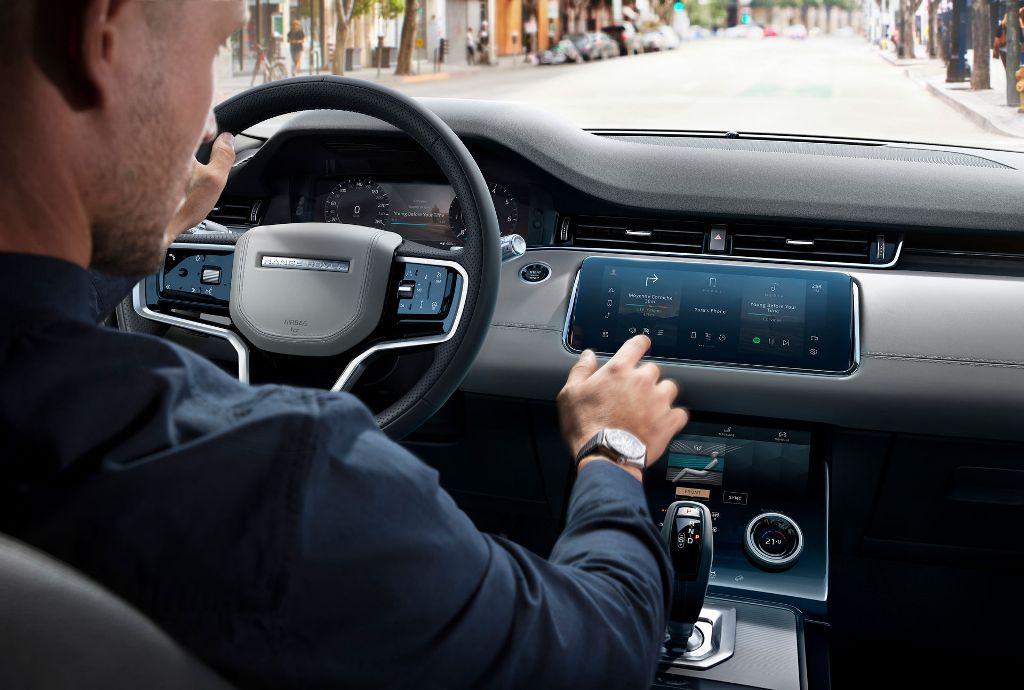 Обновленный Evoque получил новую мультимедийную систему Land Rover Pivi