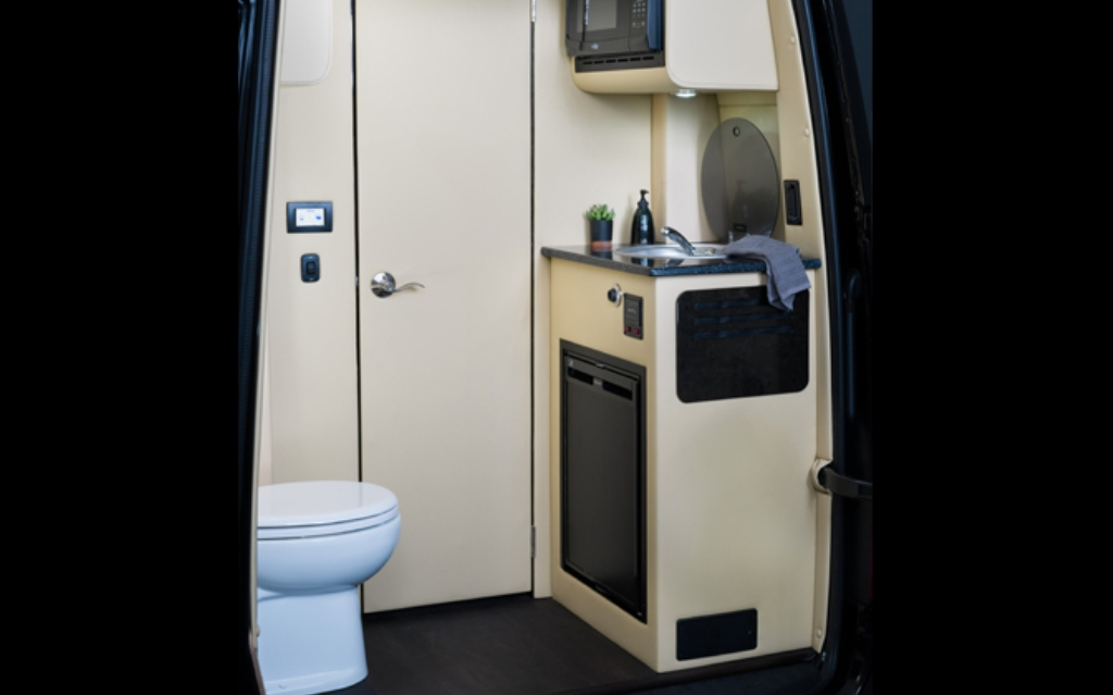 Также есть туалет и ванная комната