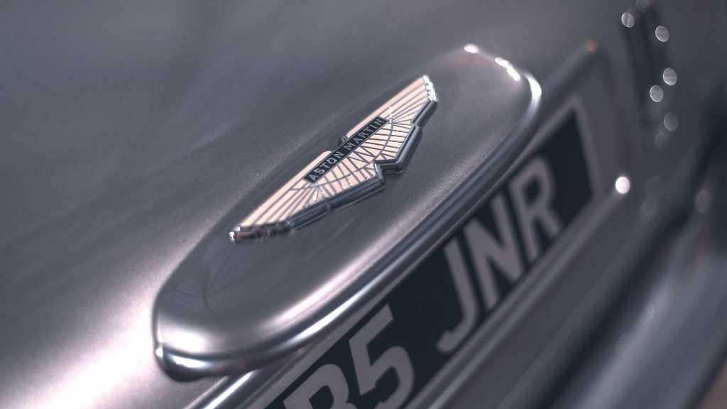 DB5 Junior получил шильдики оригинального авто