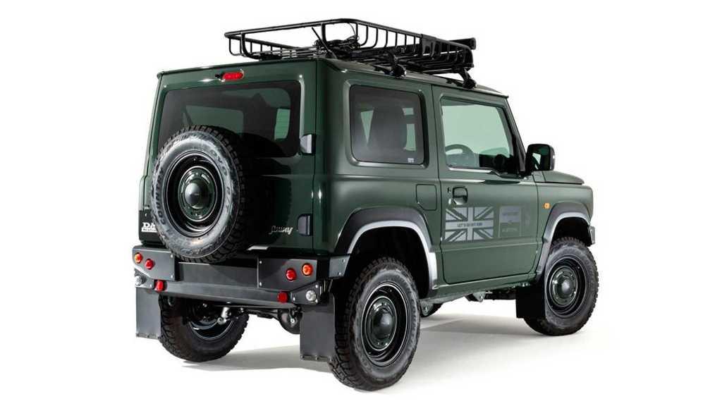 Небольшой японский внедорожникискусно стилизовали под раритетныйLand Rover Defender