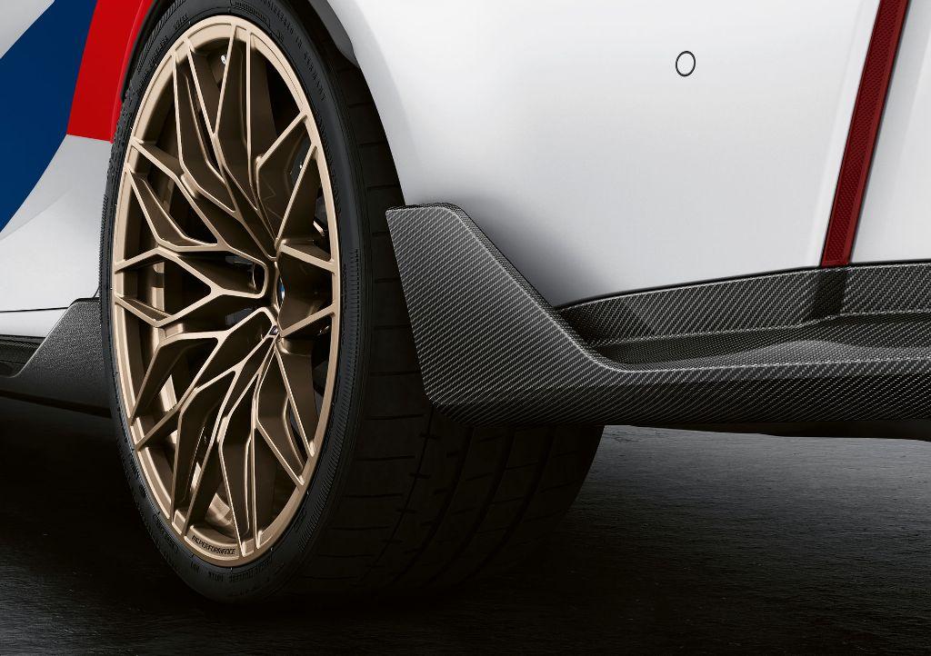 Также для седана и купе предложили спортивную систему подвески M Performance