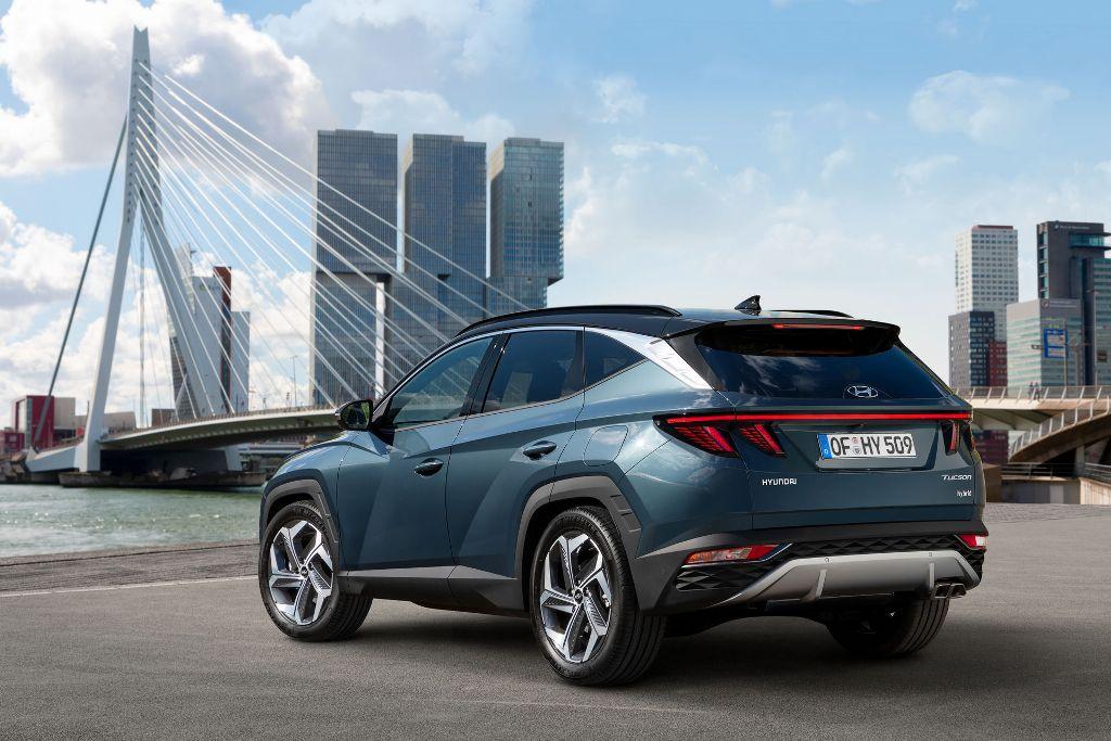 Четвертое поколение Hyundai Tucson построено на новой платформе, благодаря чему кроссовер существенно вырос в размерах