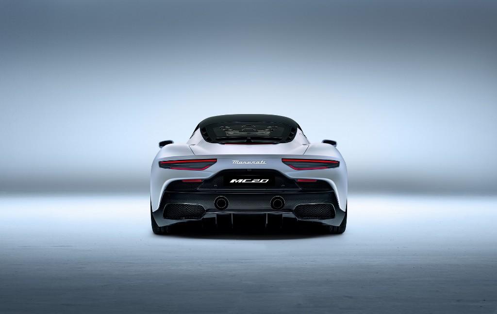 Кузов выполнен из углеродного волокна, поэтому вес авто составляет всего 1500 килограмм