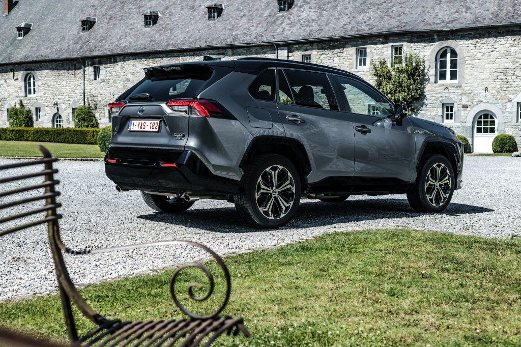 Новая версия гибридного RAV4 будет оснащена 2,5-литровым бензиновым двигателем Hybrid Dynamic Force