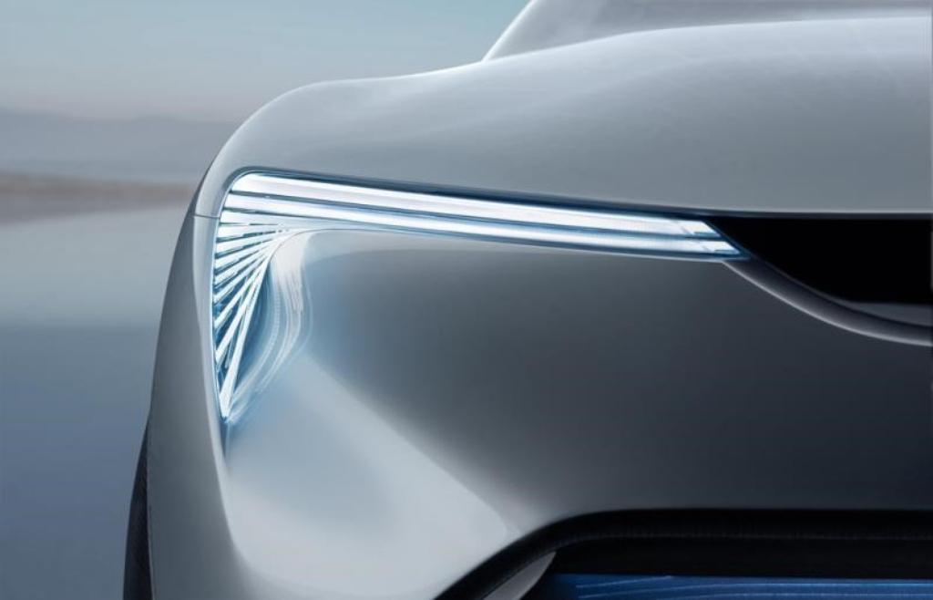 Кросс-купе получил тонкие светодиодные фары Matrix