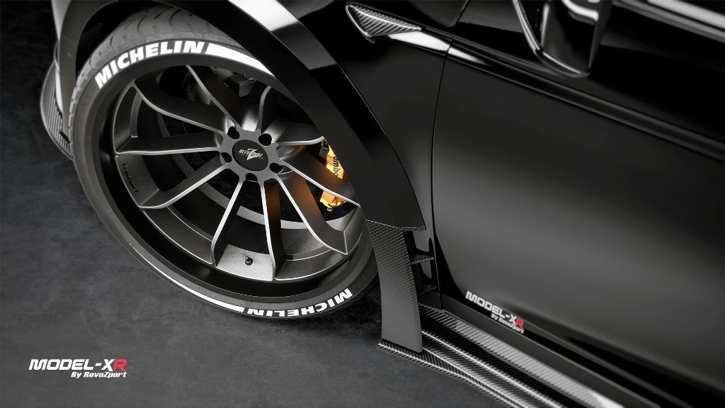 Завершают образ нестандартные колесные диски с многоспицевым дизайном, обутые в шины Michelin