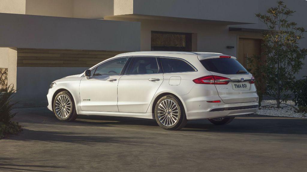 Ford Mondeo будет приводить в движение гибридная силовая установка, которая состоит из 2,0-литрового бензинового двигателя и электромотора