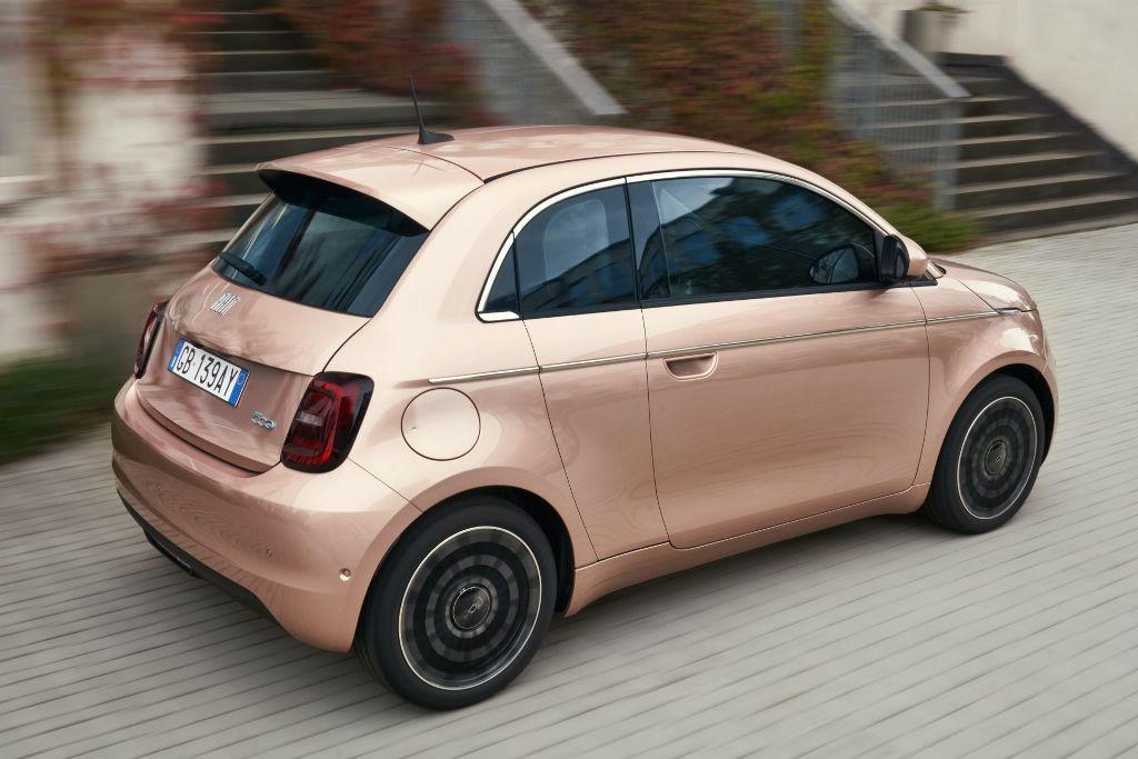 Новый Fiat дебютирует в самой дорогой версии la Prima