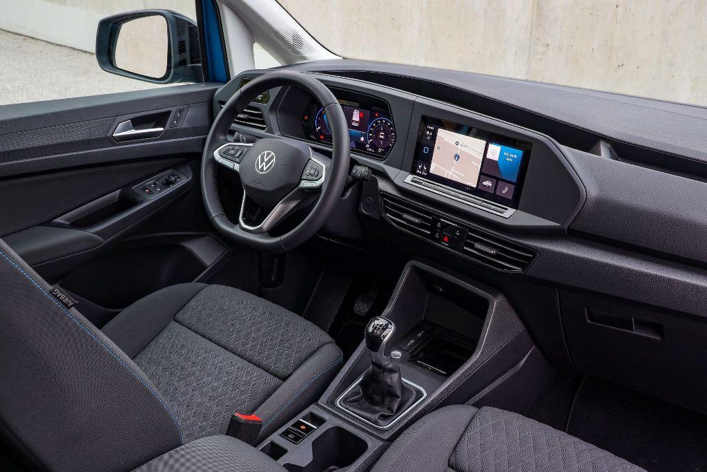 В оснащение новинка вошла цифровая приборная панель, мультимедийная система с 10-дюймовым экраном и навигацией и обновленное многофункциональное рулевое колесо
