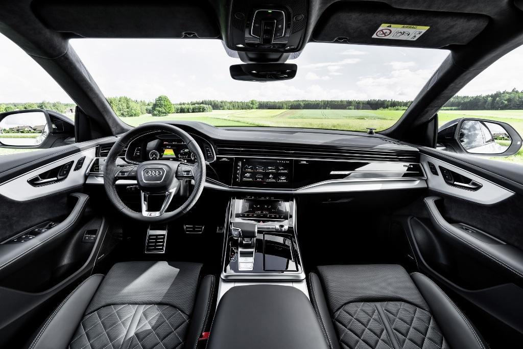 Кроссовер получил полностью электрический режим езды EV, а также Hybrid, который получил несколько подвидов - Auto, Hold и Charge