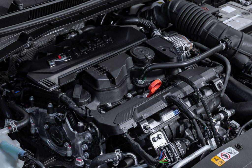 В движение i20 N приводит 1,6-литровый турбодвигатель GDi мощностью 201 л.с. и 275 Нм крутящего момента