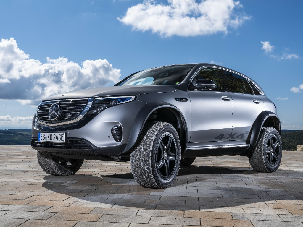В качестве основы был взят стандартный электрокроссовер Mercedes EQC, который превратили в экспериментальный прототип с индексом 4x4²