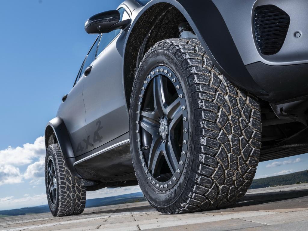 Электрокар получил 20-дюймовые колесные диски с внедорожными шинами