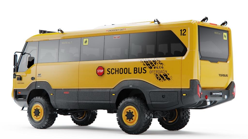 Torsus Praetorian School Bus окрашен в характерный желтый цвет