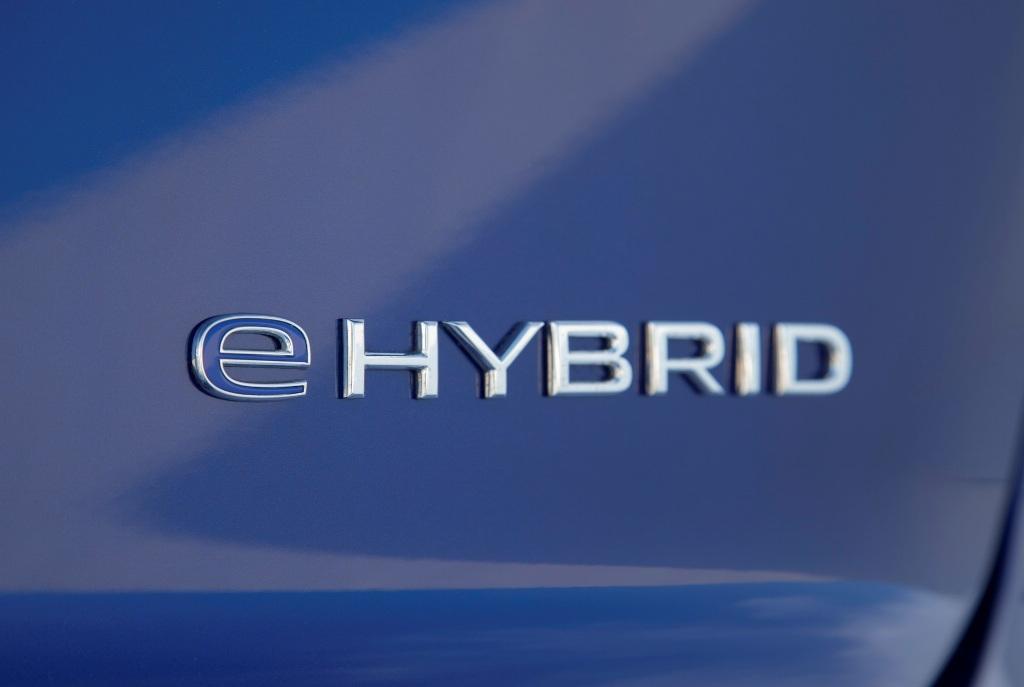 На рынок выйдет сразу две модификации Touareg с индексами eHybrid и R PHEV