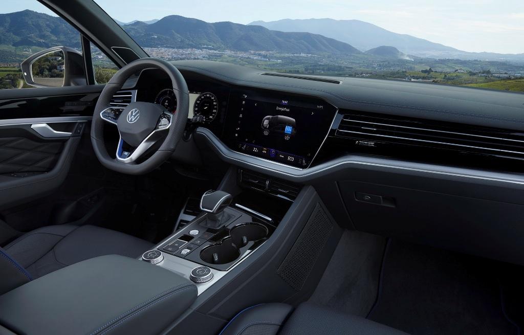 Обе версии оснащены одной и той же силовой установкой, которая состоит из 3,0-литрового турбодвигателя V6 и электромотора