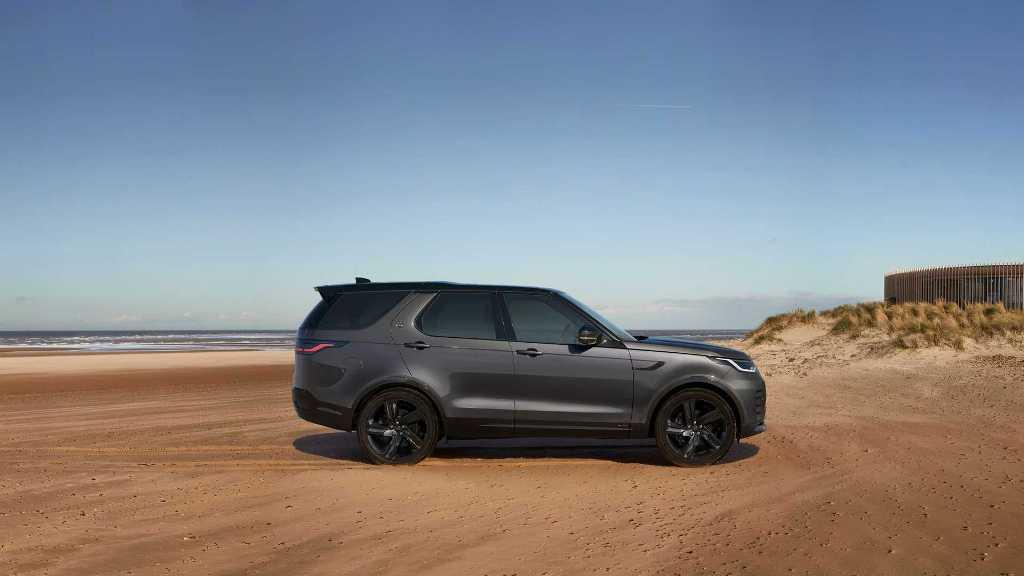 Land Rover Discovery 2021 получил новую решетку радиатора и иные светодиодные фары