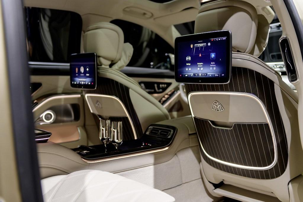 Для задних пассажиров предусмотрено три дополнительных дисплей