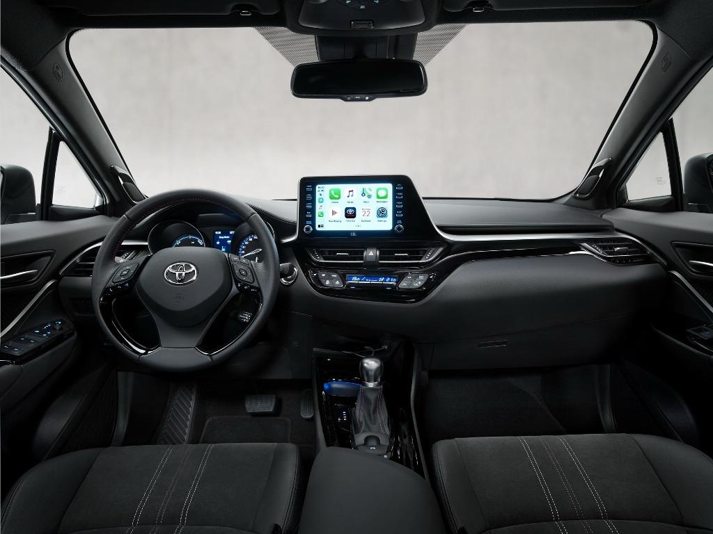 В оснащение спецверсии вошла аудиосистему премиум-класса JBL, передние сиденья с электроприводом и подогревом