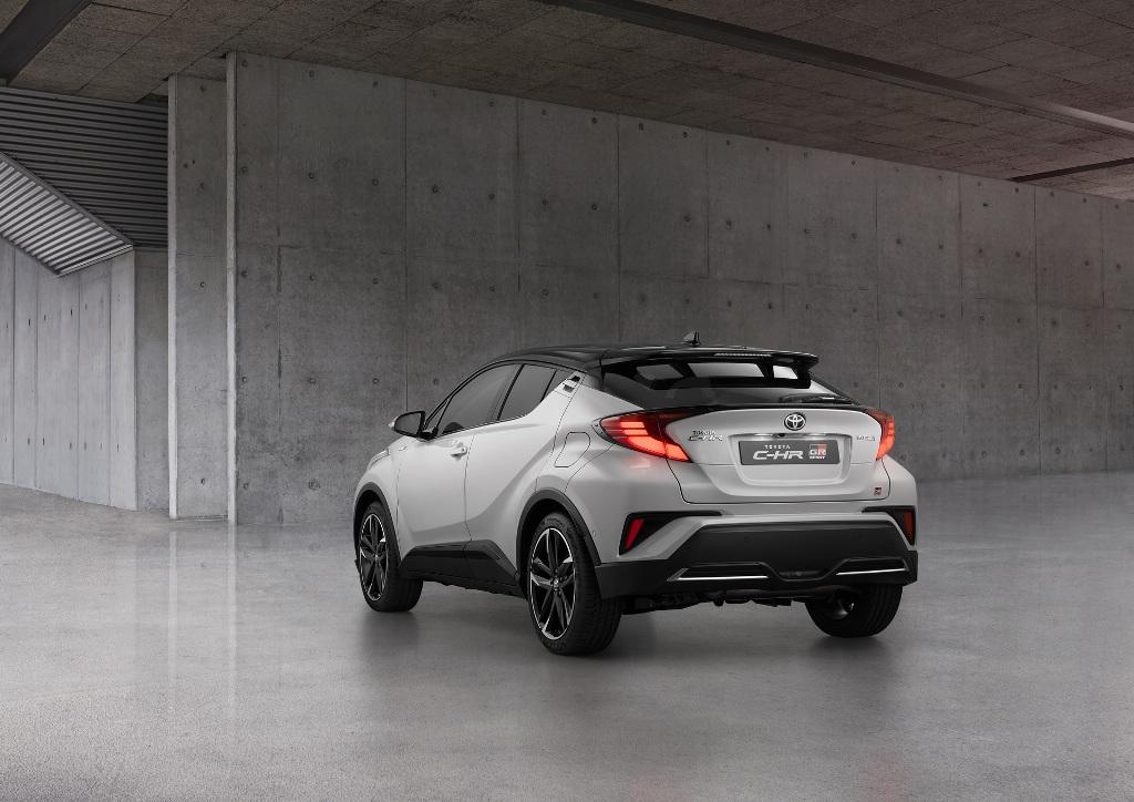 Автомобиль может быть окрашен в девять разных оттенков, включая уникальный Dynamic Grey