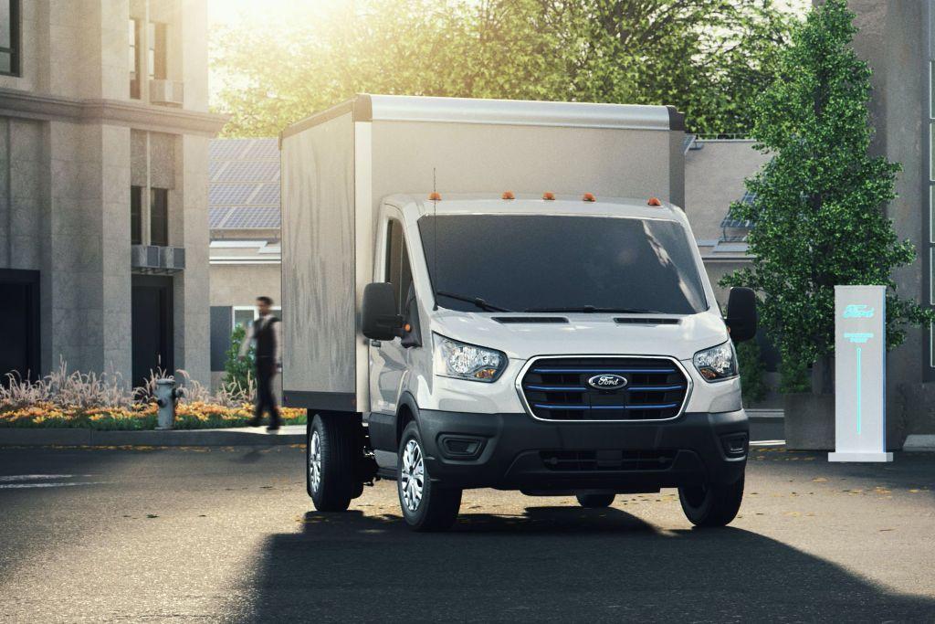 Фургон будет доступен в восьми разных конфигурациях