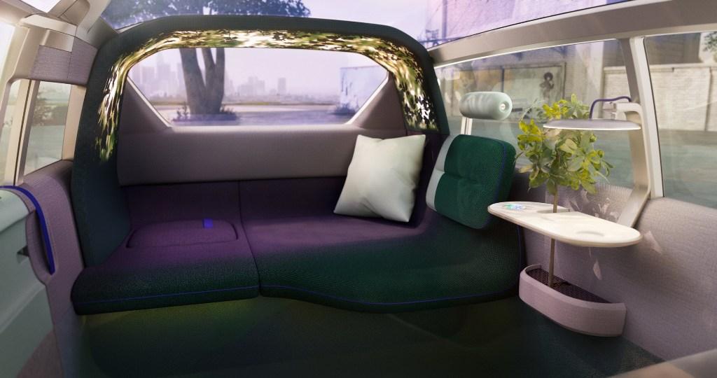 Над диванчиком ля пассажиров предусмотрена особая подсветка в виде арки