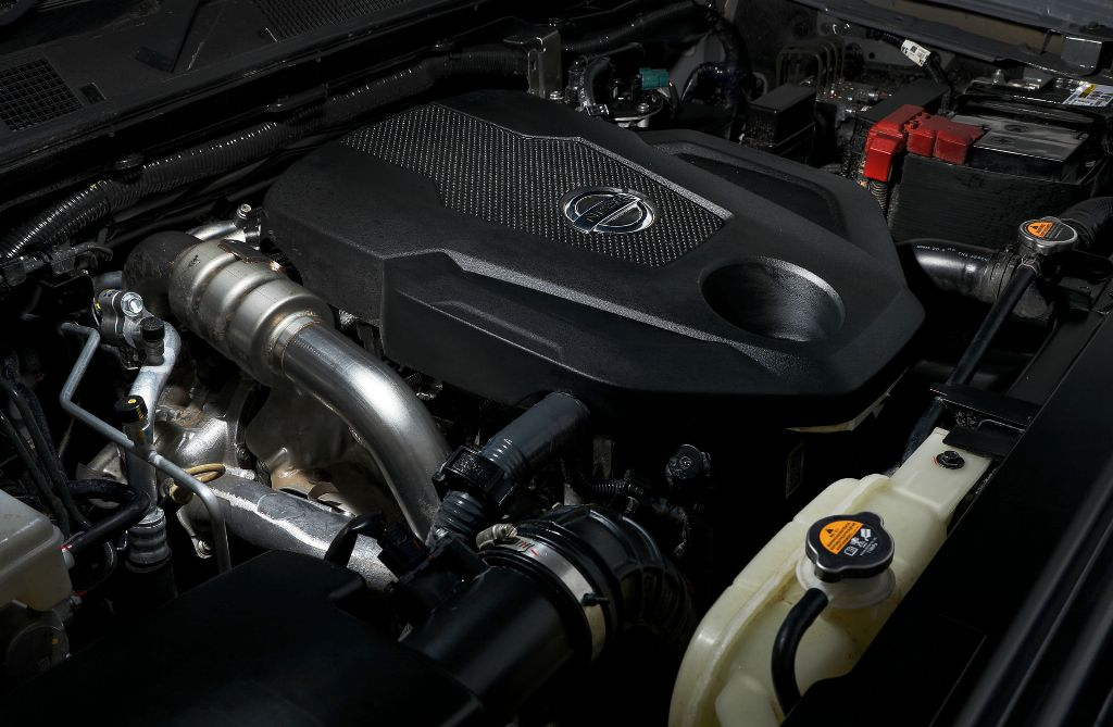 Navara 2021 года стандартно поставляется с 2,3-литровым четырехцилиндровым дизельным двигателем с двойным турбонаддувом
